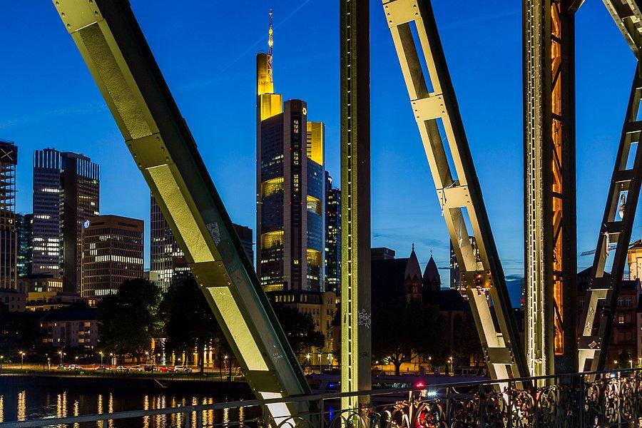 Fotokurs 9.5.18, 19:00-22:00: Blaue Stunde und Nachtfotografie
