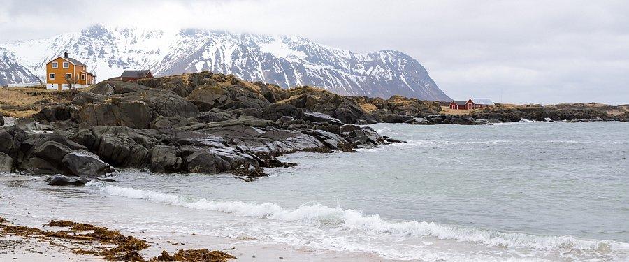 Schwarz, weiß, orange (Gimsøya, Lofoten)